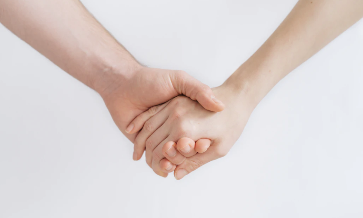 26 de febrero d2 2020, manos de una pareja (Imagen: Unsplash)