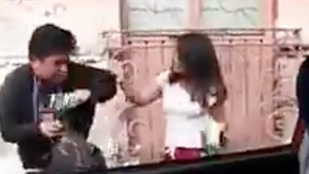 Foto Video: Mujer es captada golpeando y mordiendo a su novio 10 febrero 2020