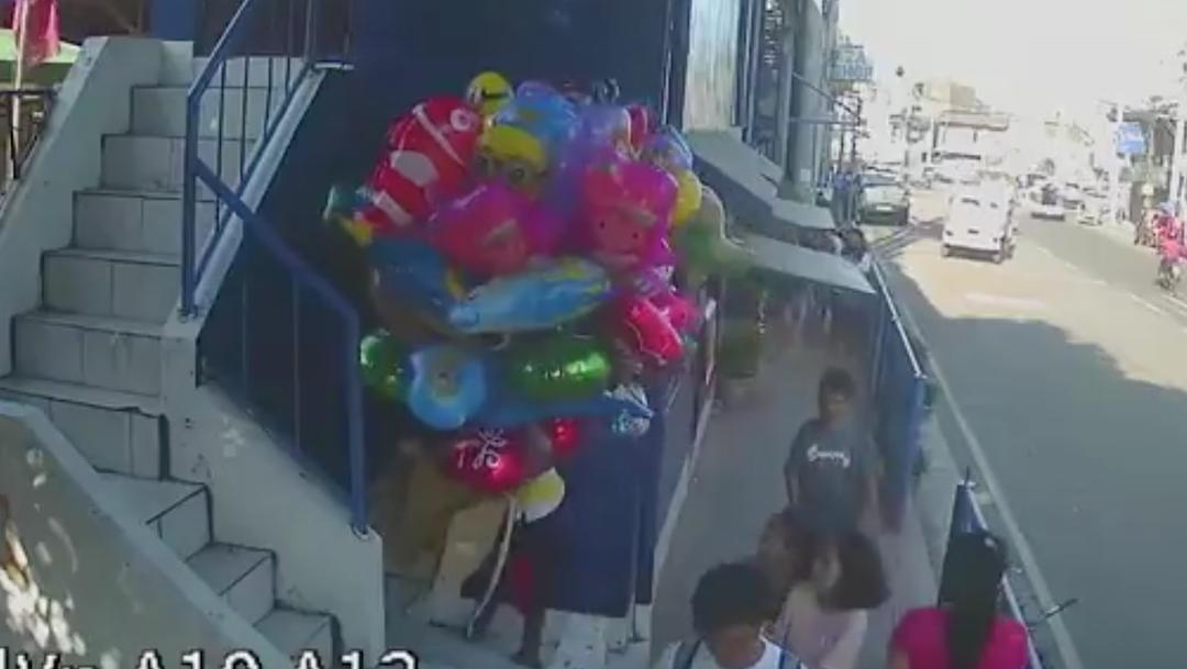 """Video Video: Adolescentes prenden fuego a vendedor de globos """"por diversión""""n 24 febrero 2020"""