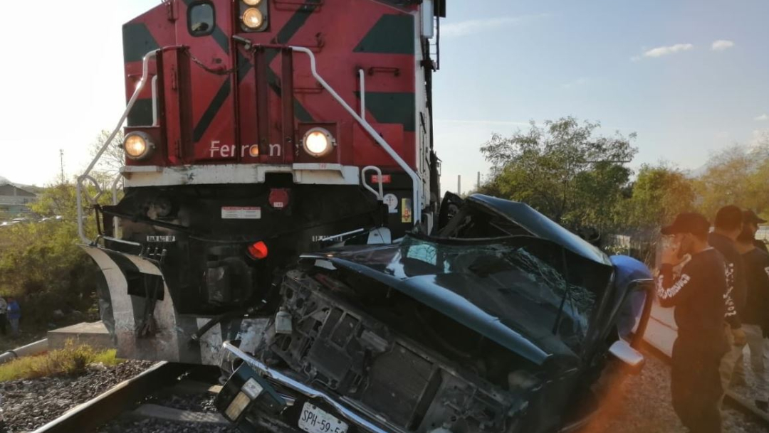 Foto: Tren embiste camioneta en Nuevo Leon. 7 marzo 2020
