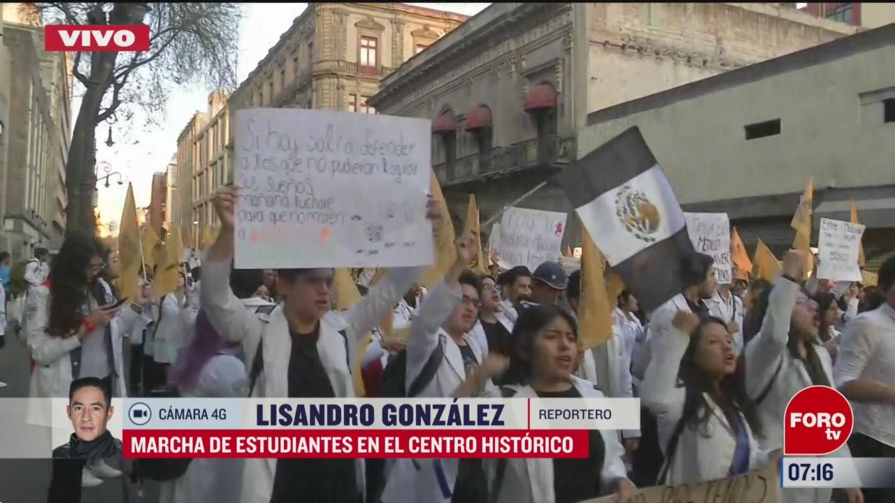 marcha de estudiantes en el centro historico
