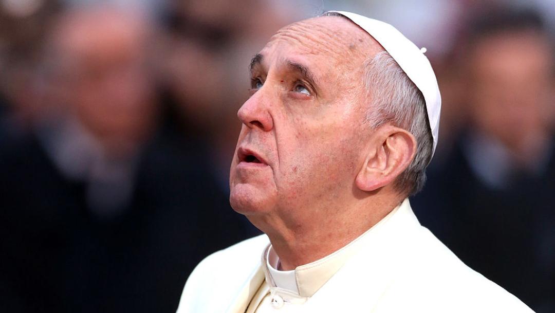 "Papa Francisco reza a crucifijo de ""La Peste"" por COVID-19"