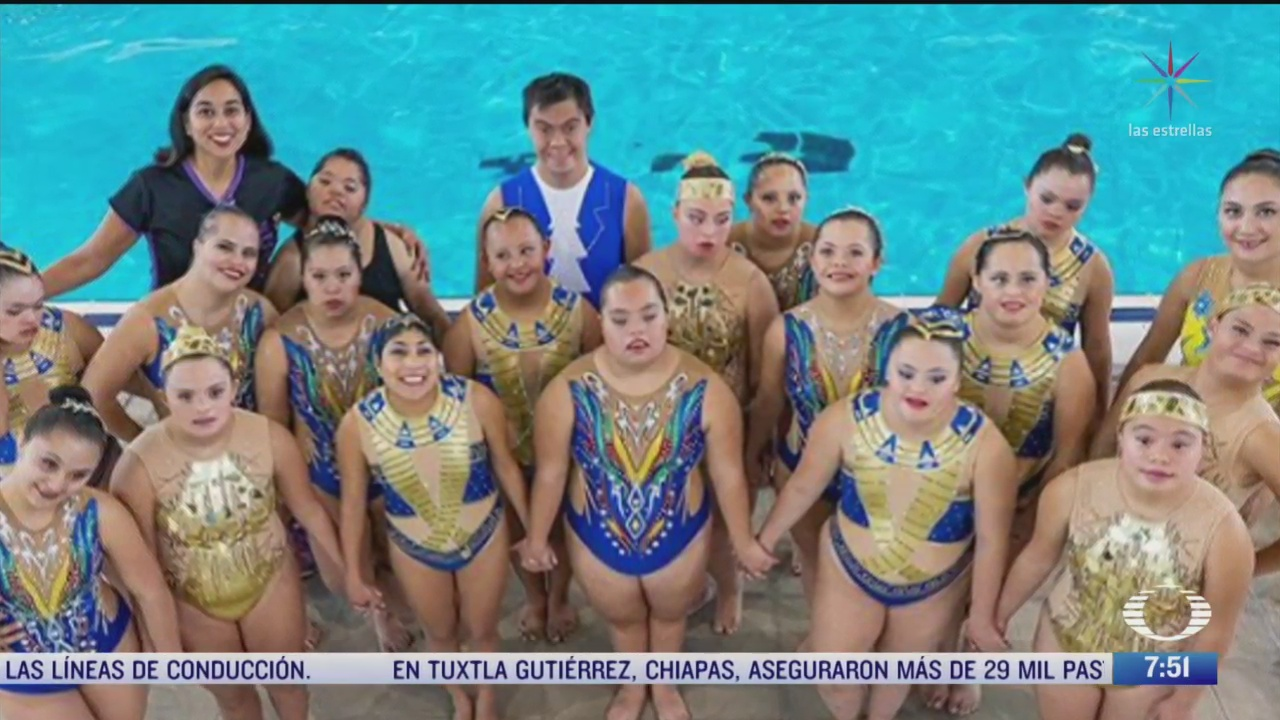 sirenas especiales equipo de jovenes con sindrome de down que practica nado sincronizado