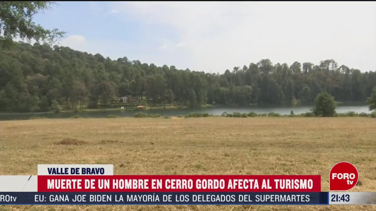FOTO: 7 marzo 2020, visitantes se alejan del cerro gordo tras muerte de un hombre por ataque de animal