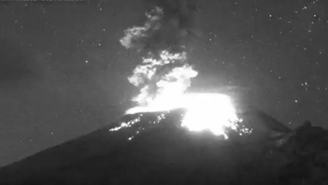 Foto Volcán Popocatépelt registra explosión nocturna 18 marzo 2020