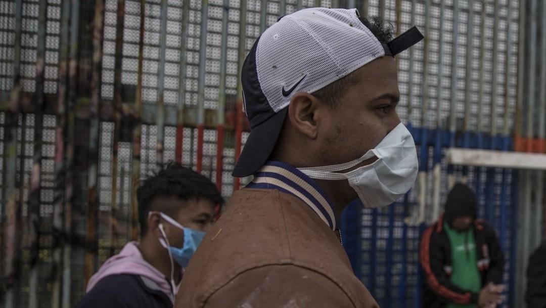 Migrantes con COVID-19 en ambos lados de la frontera México-EEUU