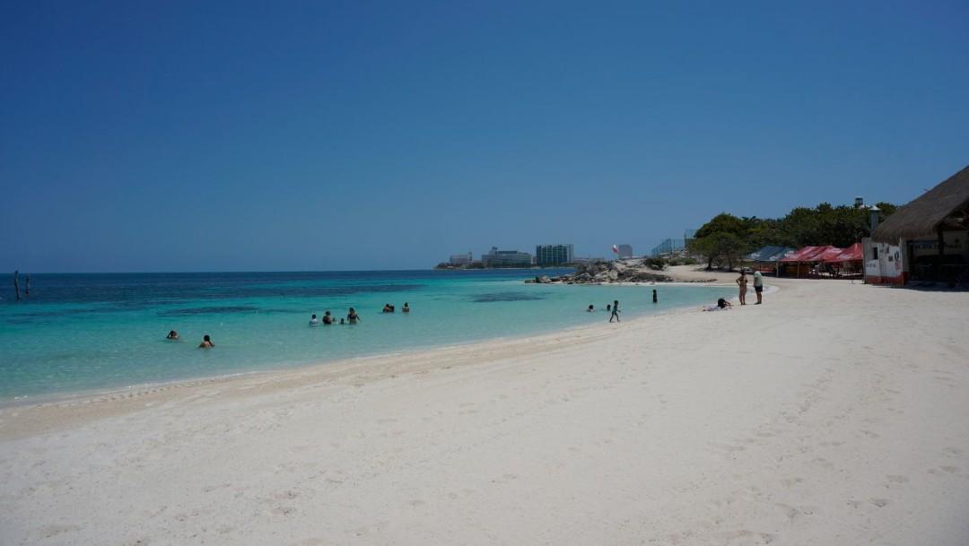 Foto: AMLO pide no ir a playas durante emergencia por coronavirus