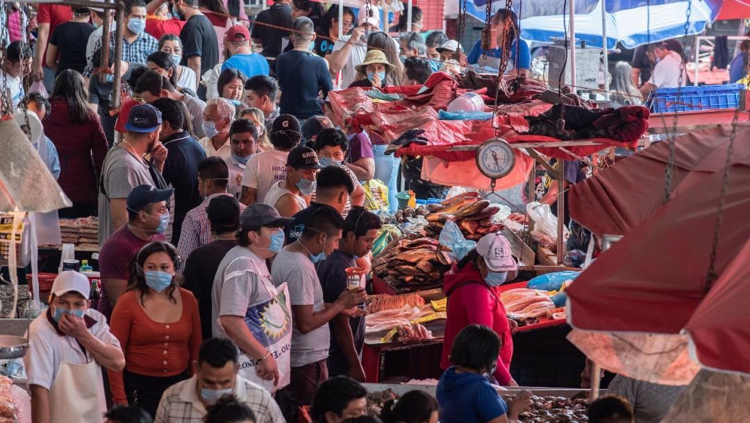 Foto: Decenas de personas cenan en puestos callejeros de la CDMX, pese a contingencia
