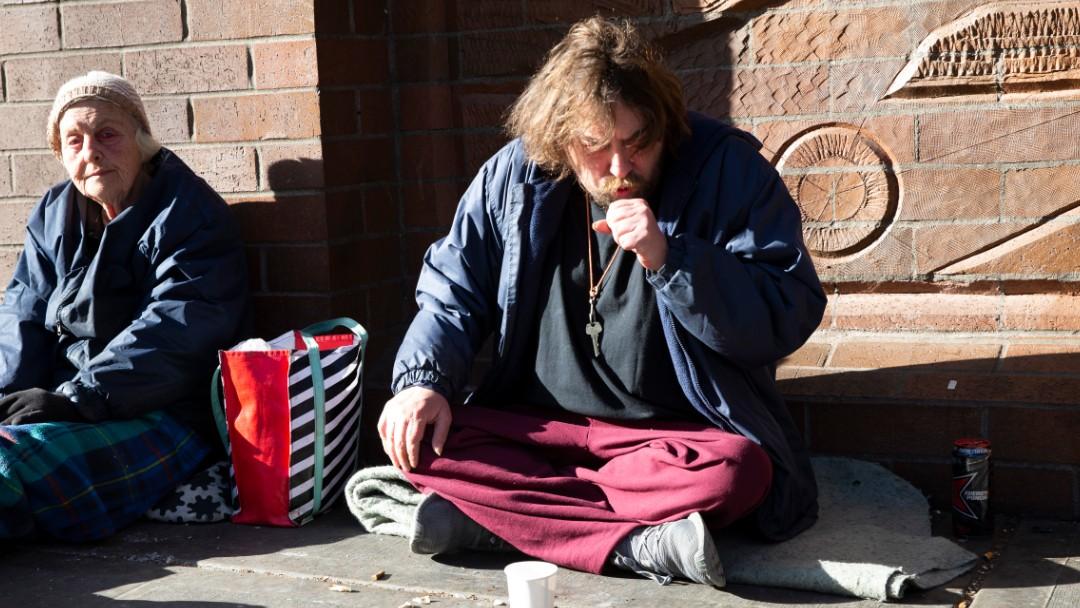 Foto: Un hombre tose en calles de Estados Unidos. Getty Images
