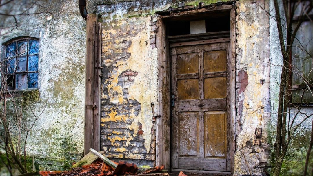 Indonesia: A casas embrujadas a quienes rompan cuarentena