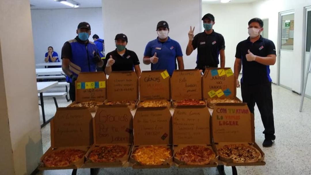 Saltillo: regalan pizzas a personal médico de Clínica 1 IMSS