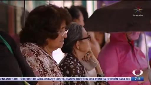 jubilados salen de casa para cobrar pension pese a contingencia