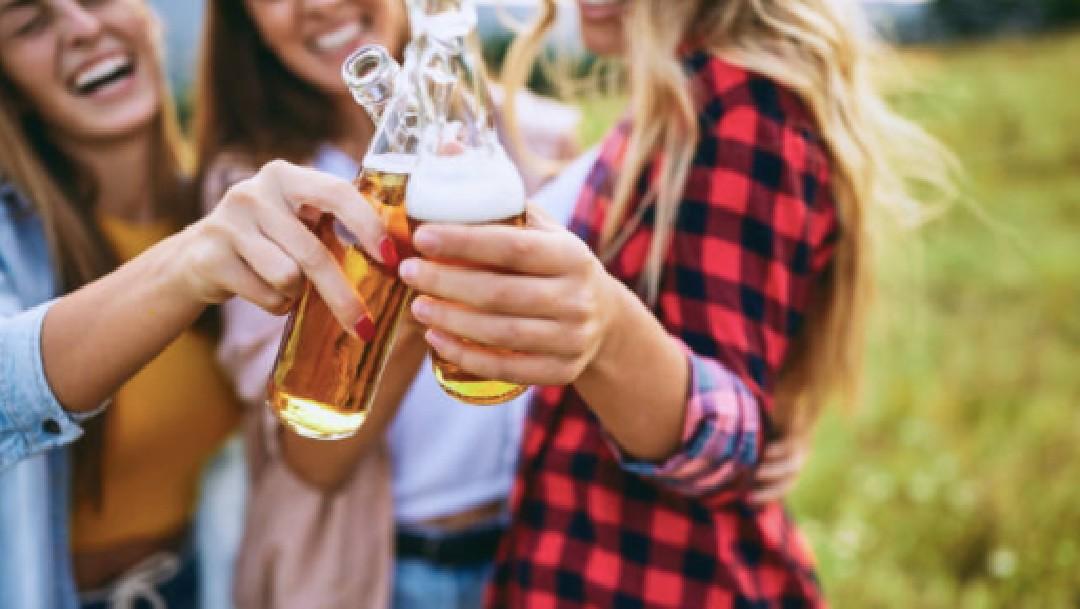 Las mujeres que beben cerveza son más sanas, revela estudio
