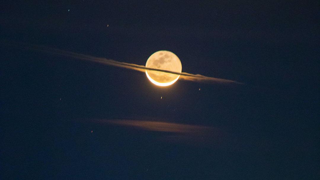 Foto La noche que la Luna adquirió la apariencia de Saturno 20 de abril