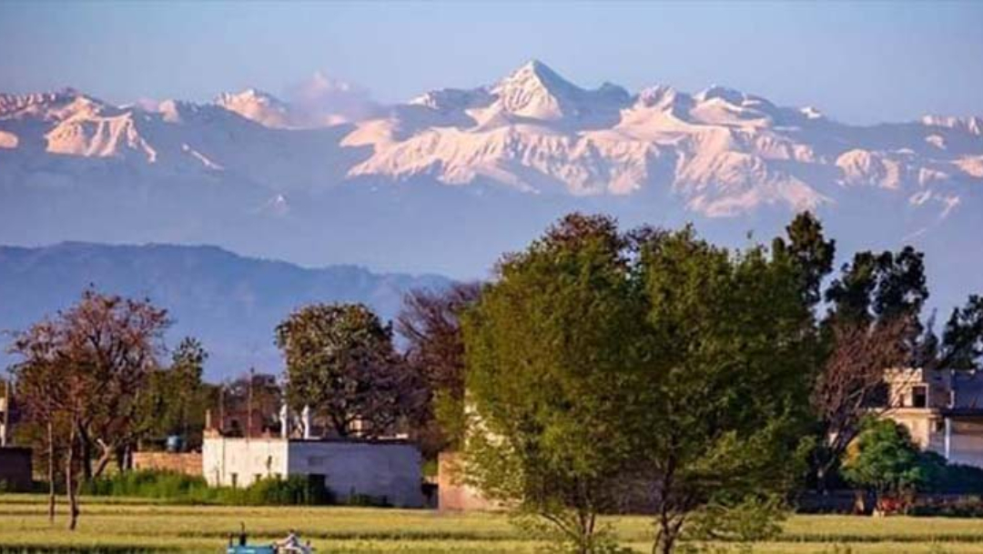 Fotos: Himalaya se hace visible en India tras contingencia