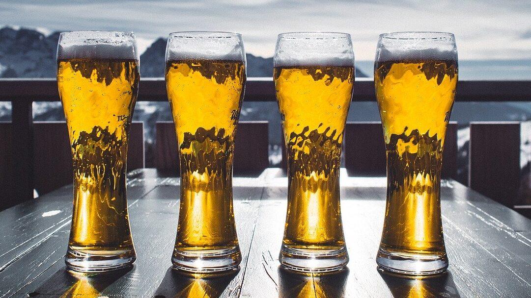 Cervezas y fiestas en línea para sobrellevar la contingencia