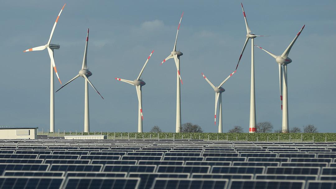 ¿Qué son las energías renovables solar y eólica?