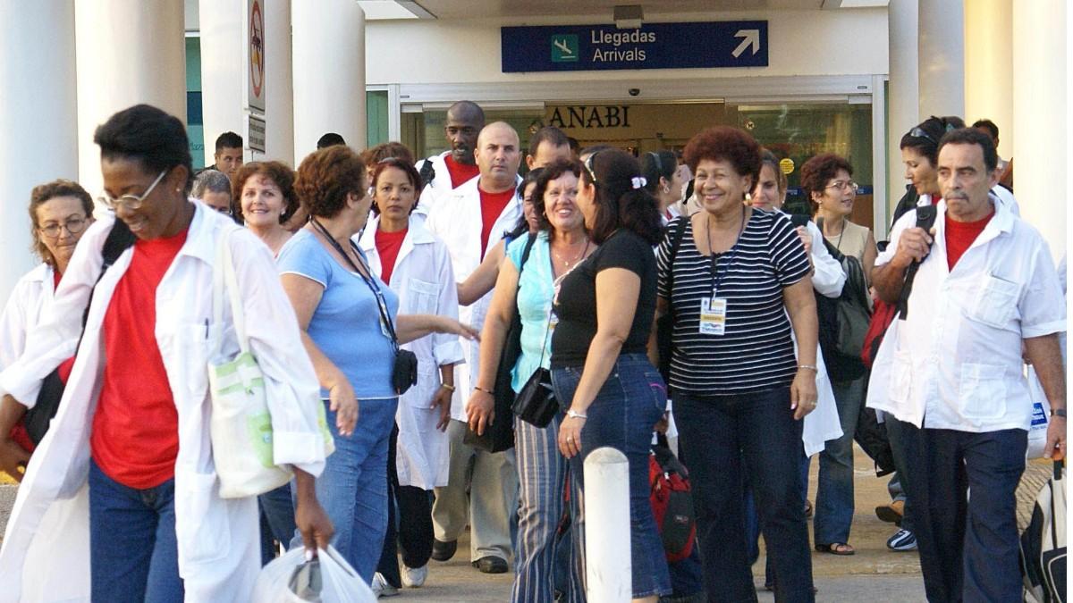 Casi 600 médicos cubanos trabajan en México por coronavirus