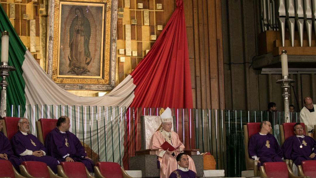 Carlos Aguiar Retes, arzobispo primado de México, encabezando la misa dominical en la Basílica de Guadalupe. (Foto: Cuartoscuro/archivo)