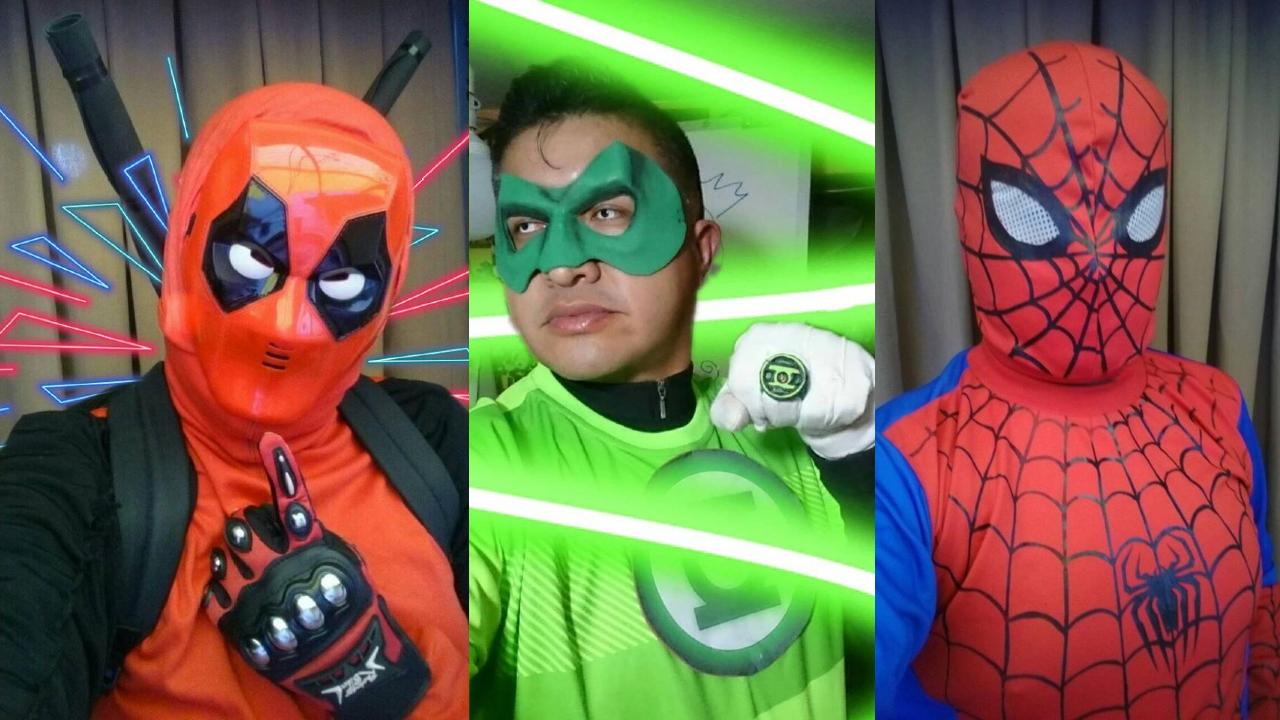 Maestro disfrazado de superhéroe, como Deadpool, Linterna Verde y Spider-Man para dar clases a distancia.