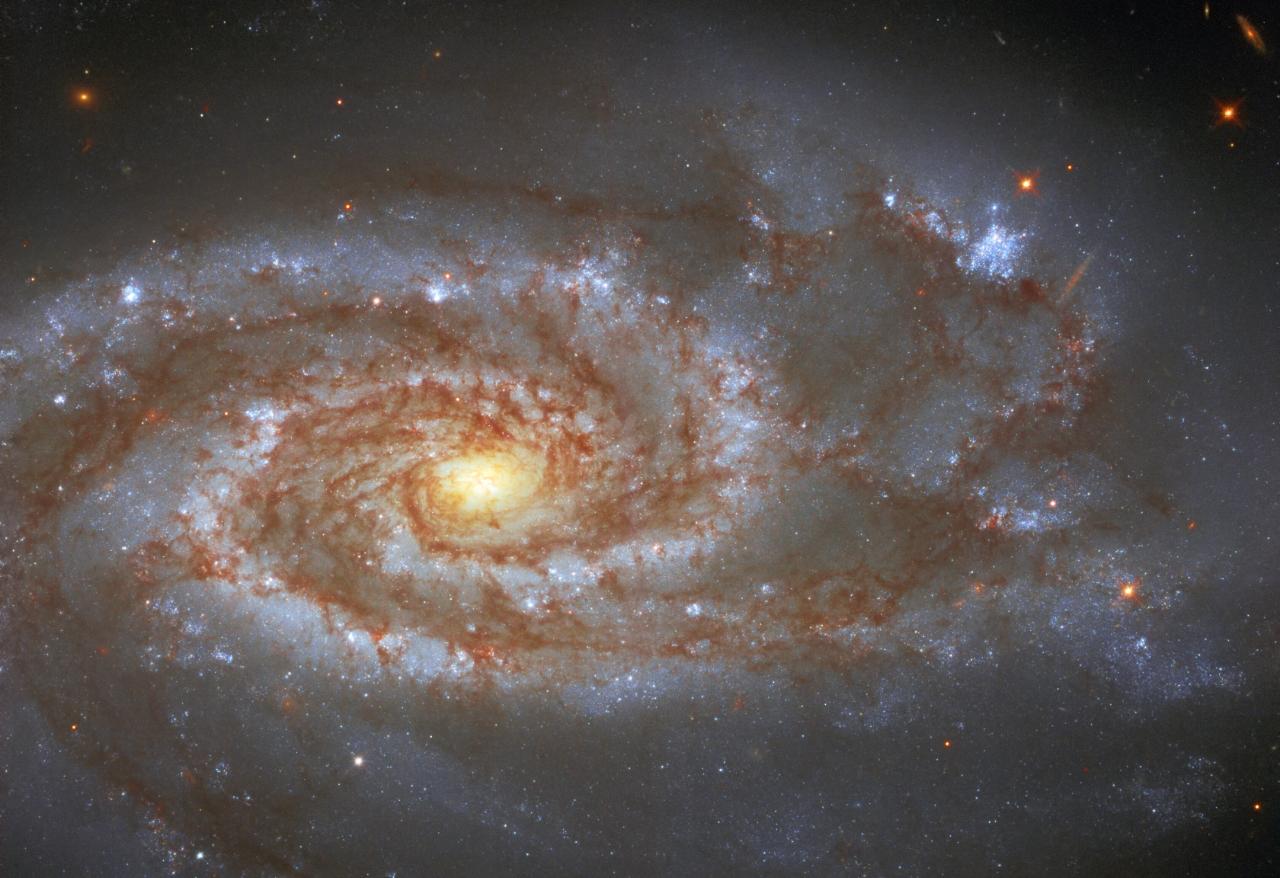 La galaxia NGC 5861 captada por el telescopio espacial Hubble. Fotografía astronómica.