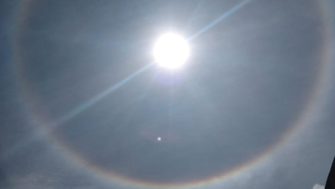 Captan halo solar en México. Twitter/@ManuelOrozcoA