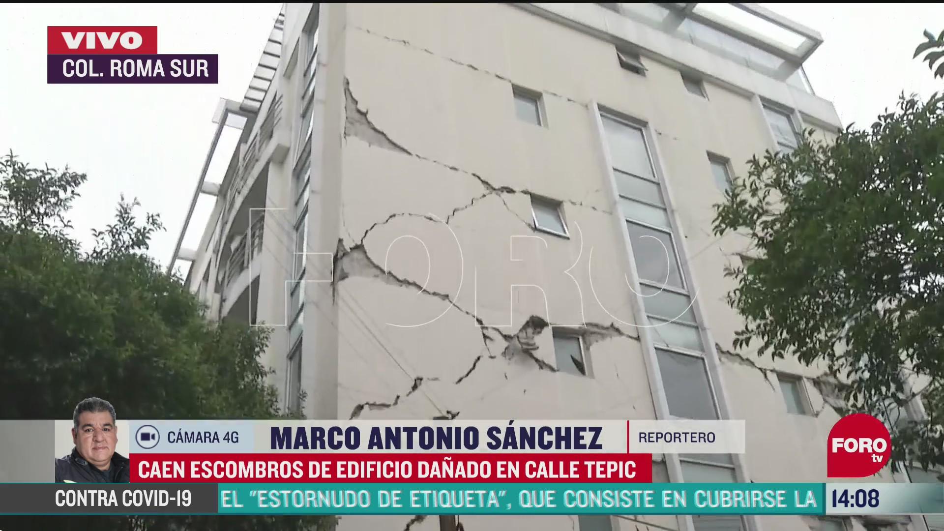 FOTO: caen escombros de edificio danado por sismo en colonia roma