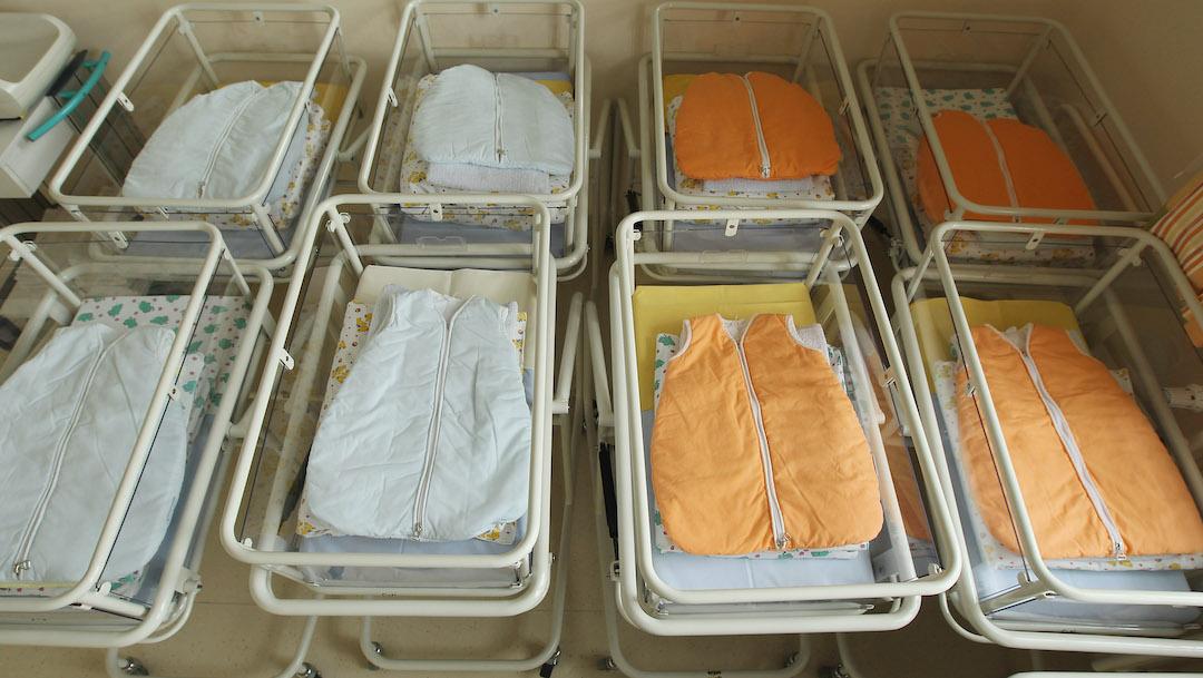 Mujer esperaba dos bebés y dio luz a trillizos