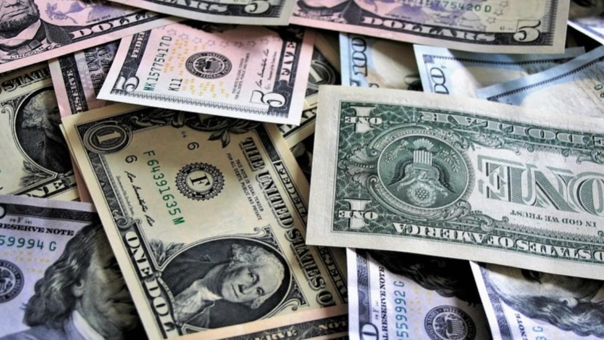 Peso mexicano gana por debilidad global del dólar