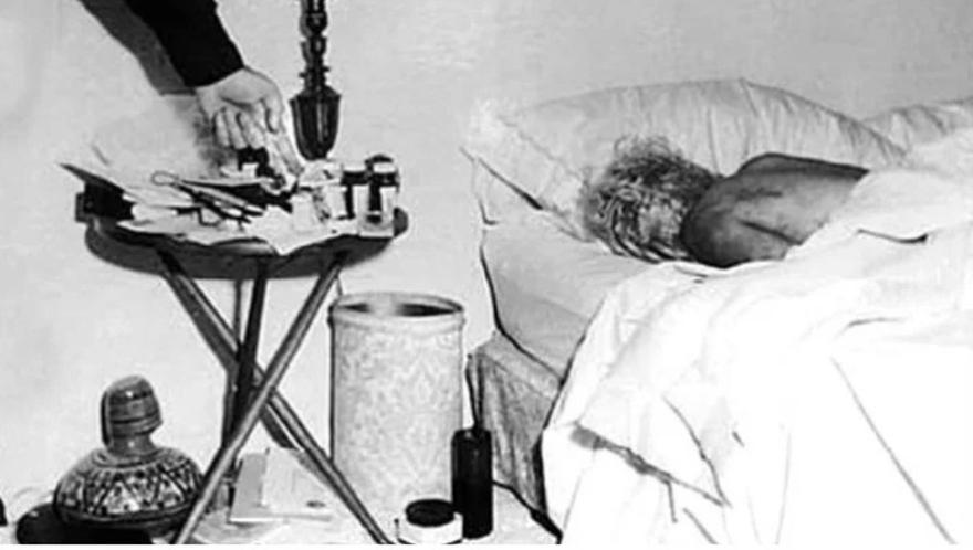 Fotografía de Marilyn Monroe muerta después de su suicidio