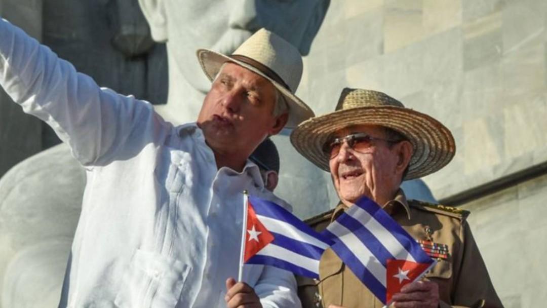 Miguel Díaz Canel y Raúl Castro en La Habana, Cuba. Twitter