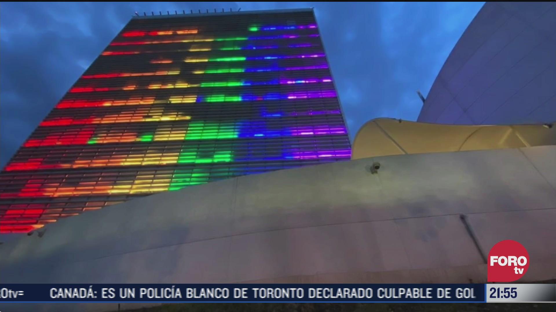 FOTO: 27 de junio 2020, senado de la republica se iluminad del color de la bandera gay