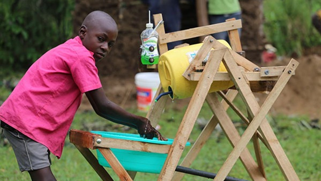 Stephen Wamukota y la máquina semiautomática para lavarse las manos