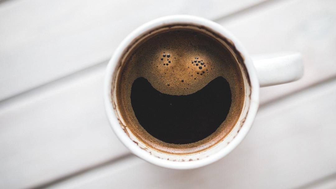 Mejora el sabor del café con cáscara de huevo