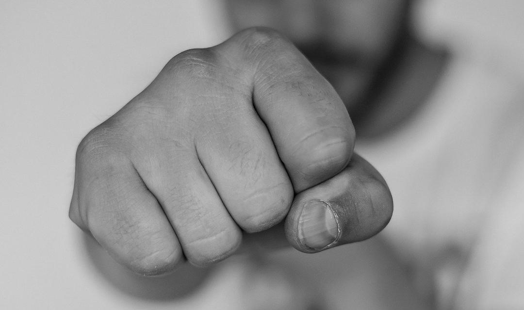 Factor biológico influye para que hombres busquen pelea y actividad sexual: Estudio