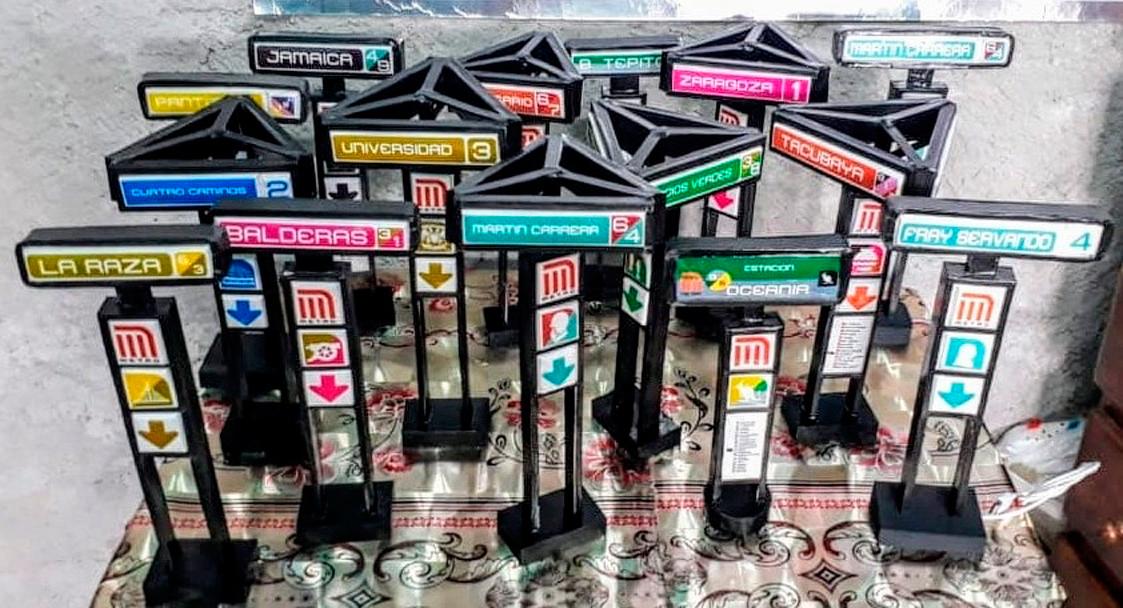 Figuras miniatura de estelas del metro de la CDMX