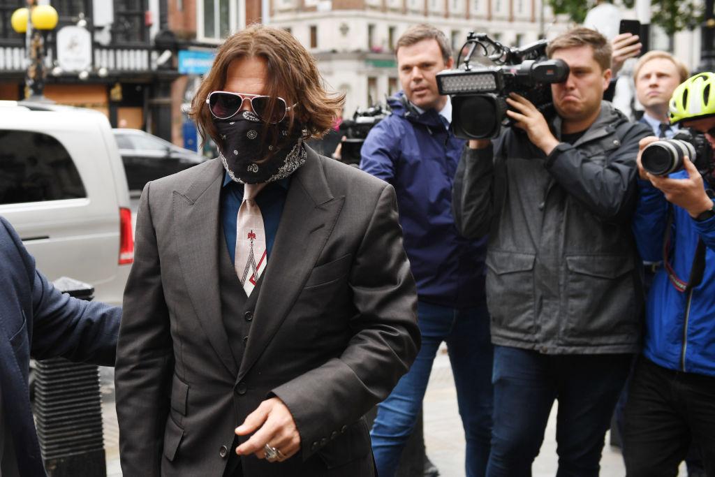 Depp dice que estaba 'demasiado drogado' para pegar a Heard