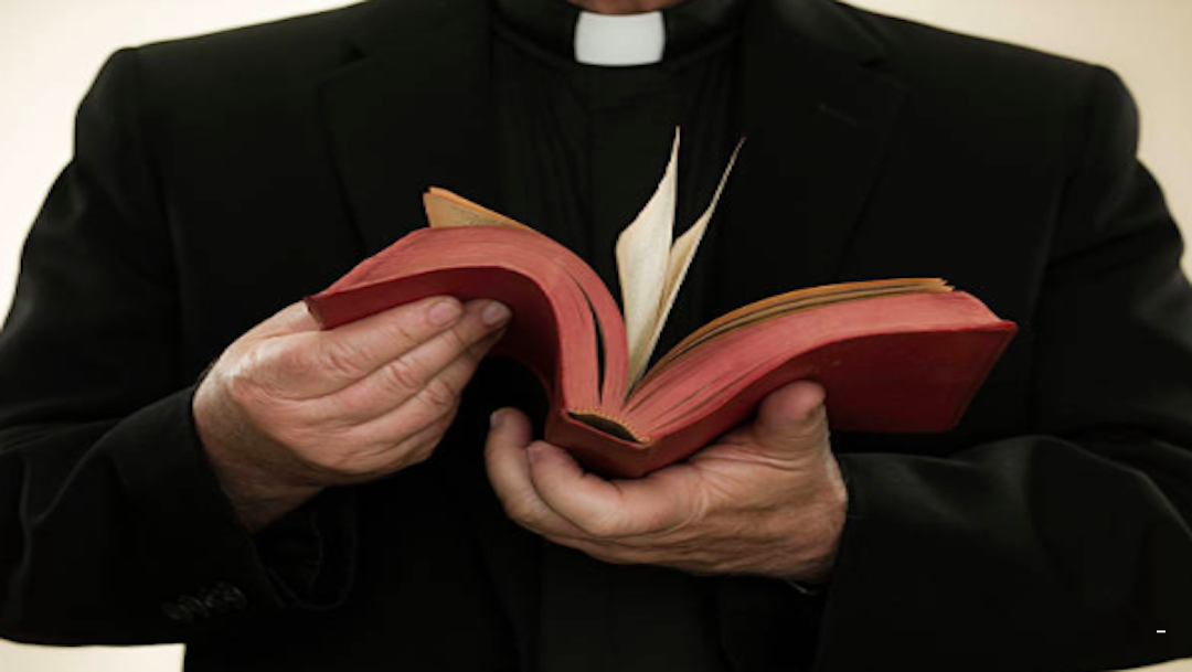 Investigan a cinco sacerdotes colombianos por denuncia de abuso sexual