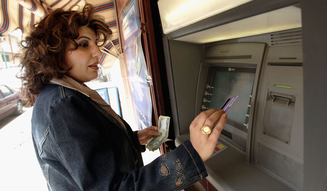 Los ciudadanos peruanos fueron encontradas con 13 tarjetas bancarias