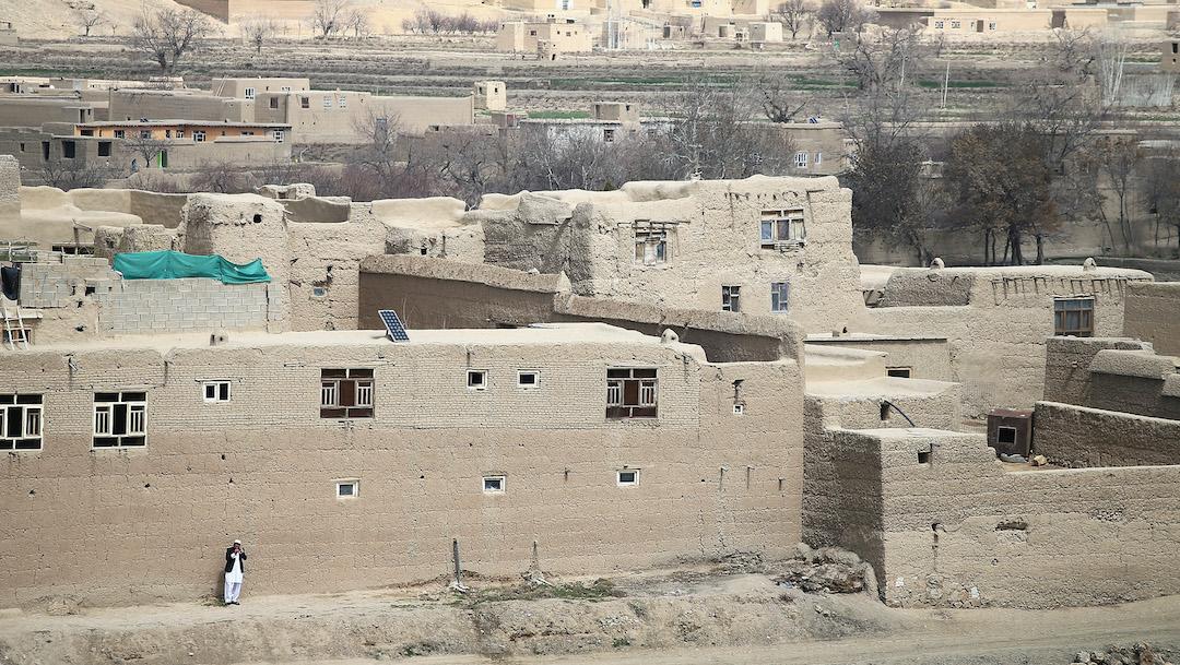 Adolescente venga la muerte de sus padres en Afganistán