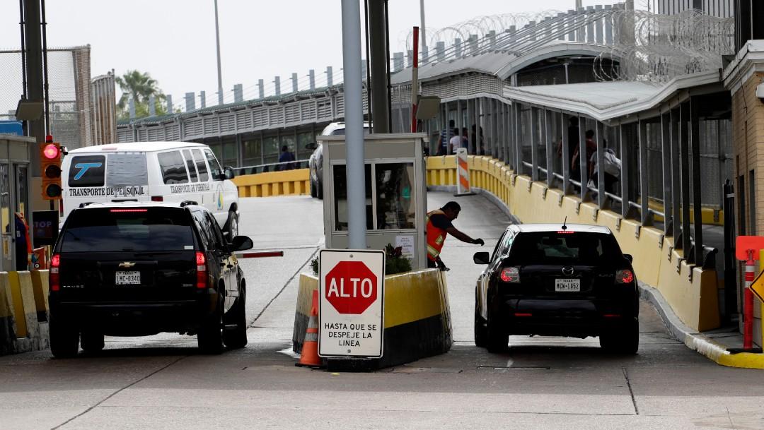 Autos cruzando la frontera entre México y Estados Unidos