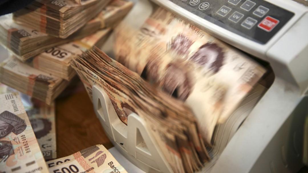 Billetes de 500 pesos en contador