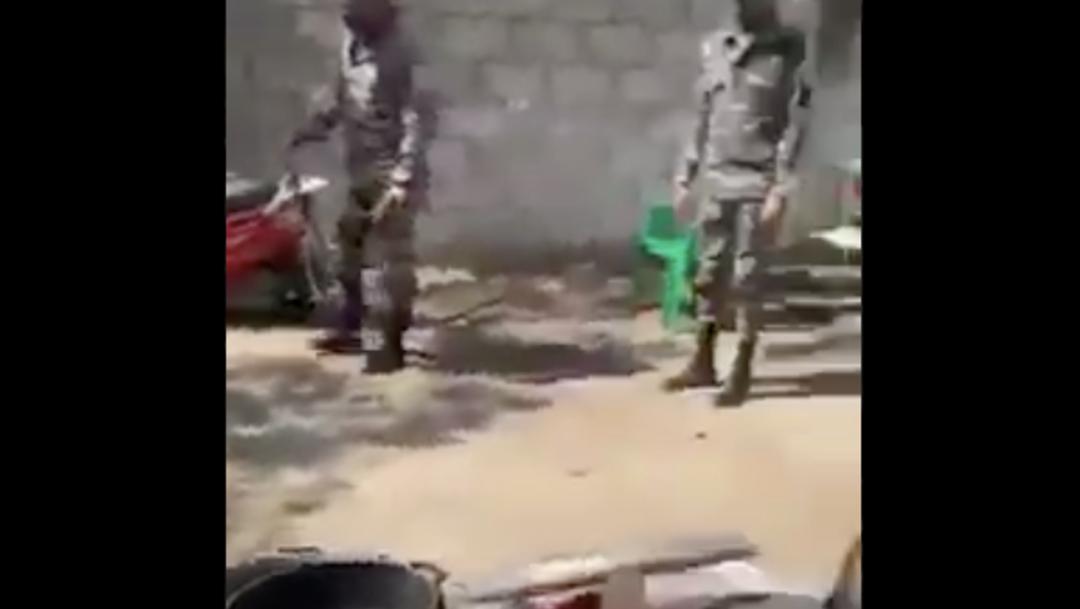 Video: Indignación en República Dominicana por policías que dan latigazos a presunto ladrón