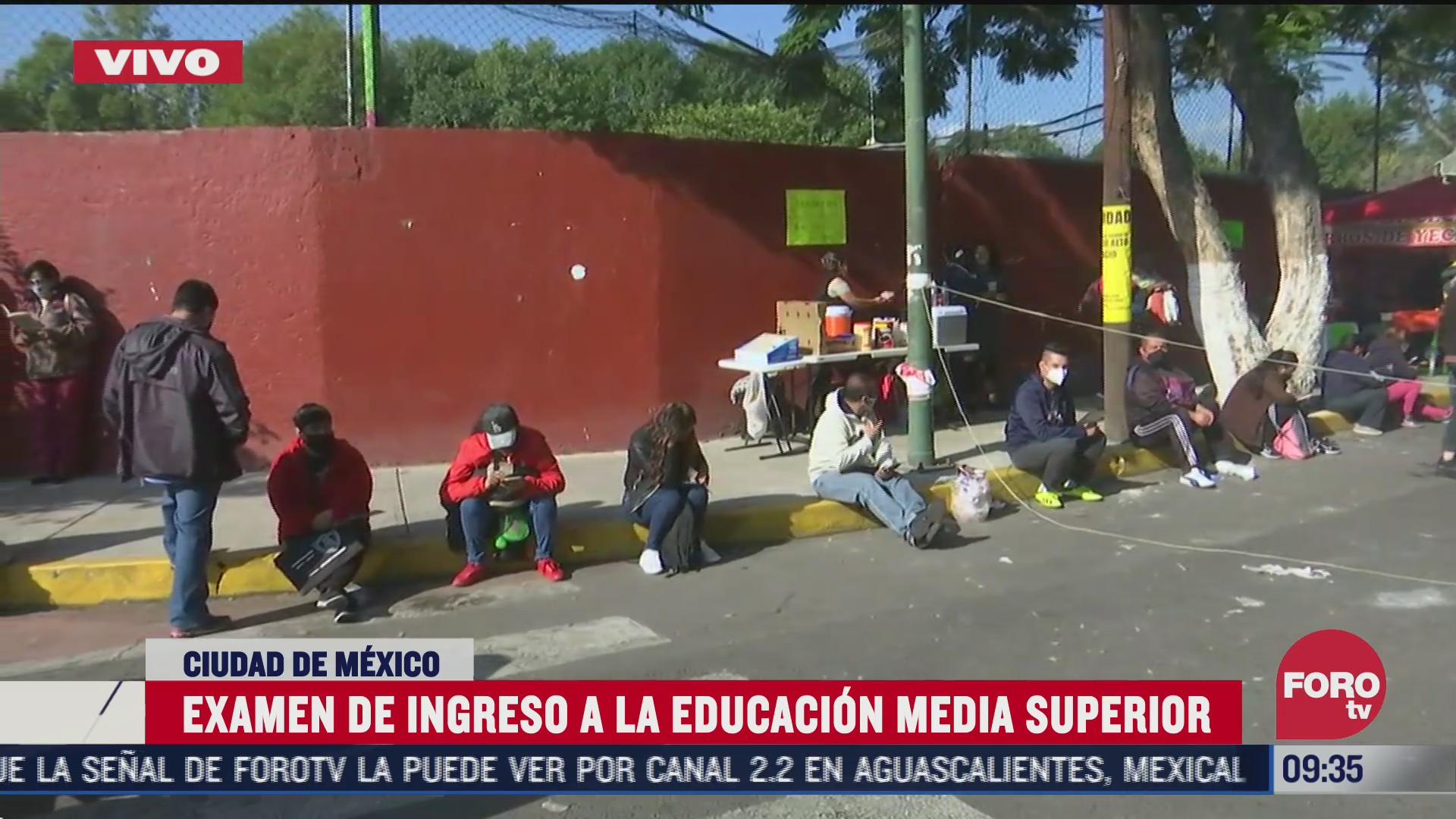 estudiantes realizan examen de ingreso a educacion media superior