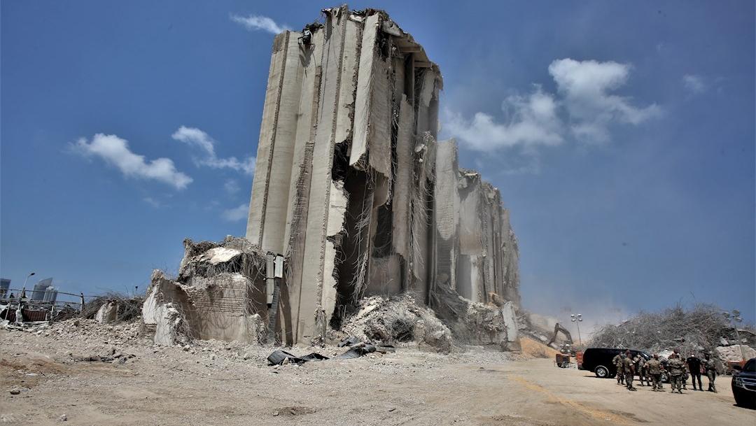 Fotografía que muestra lo que queda de un edificio tras las explosiones en el puerto de Beirut, Líbano