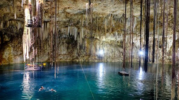 Encuentran cinco nuevos cenotes submarinos en Quintana Roo