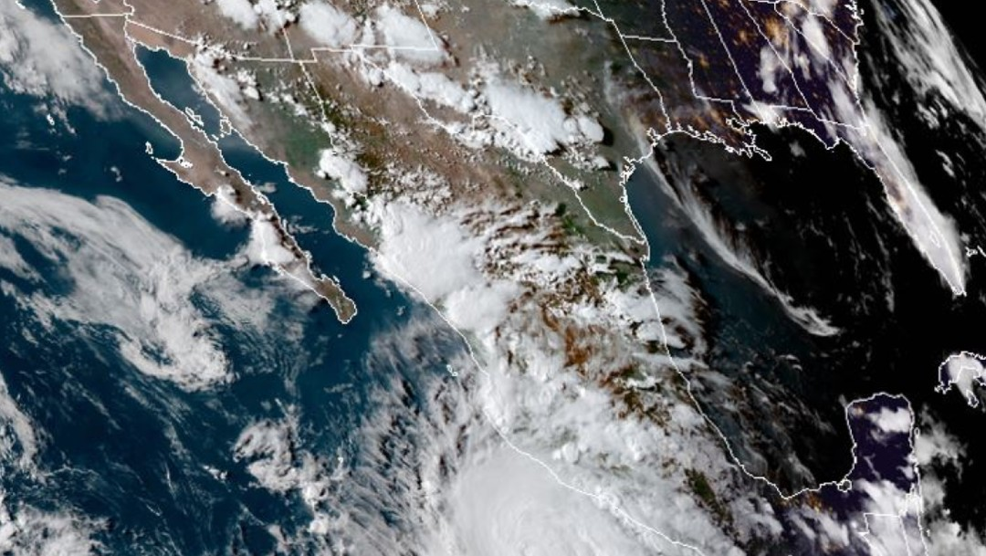 'Genevieve' se fortalece a huracán categoría 2 en el Pacífico; alcanzaría la 3: SMN
