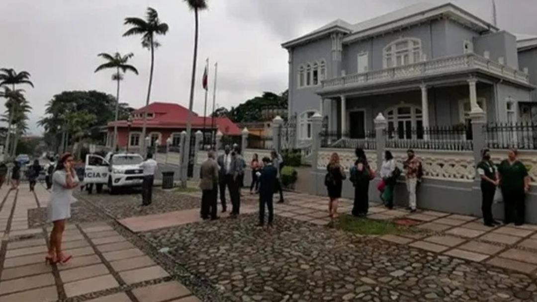 Sismo sacude Costa Rica, la gente sale a las calles
