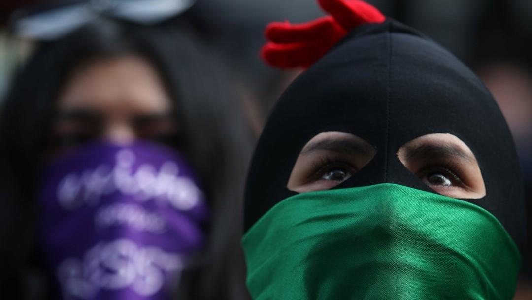 Feministas y familiares de víctimas protestan en el 'Antigrita' afuera de la CNDH