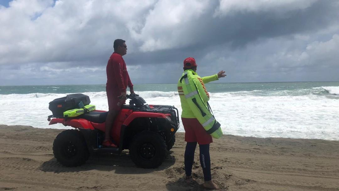 Continúa búsqueda de menor arrastrado por el mar en Playa Cocos, en Colima